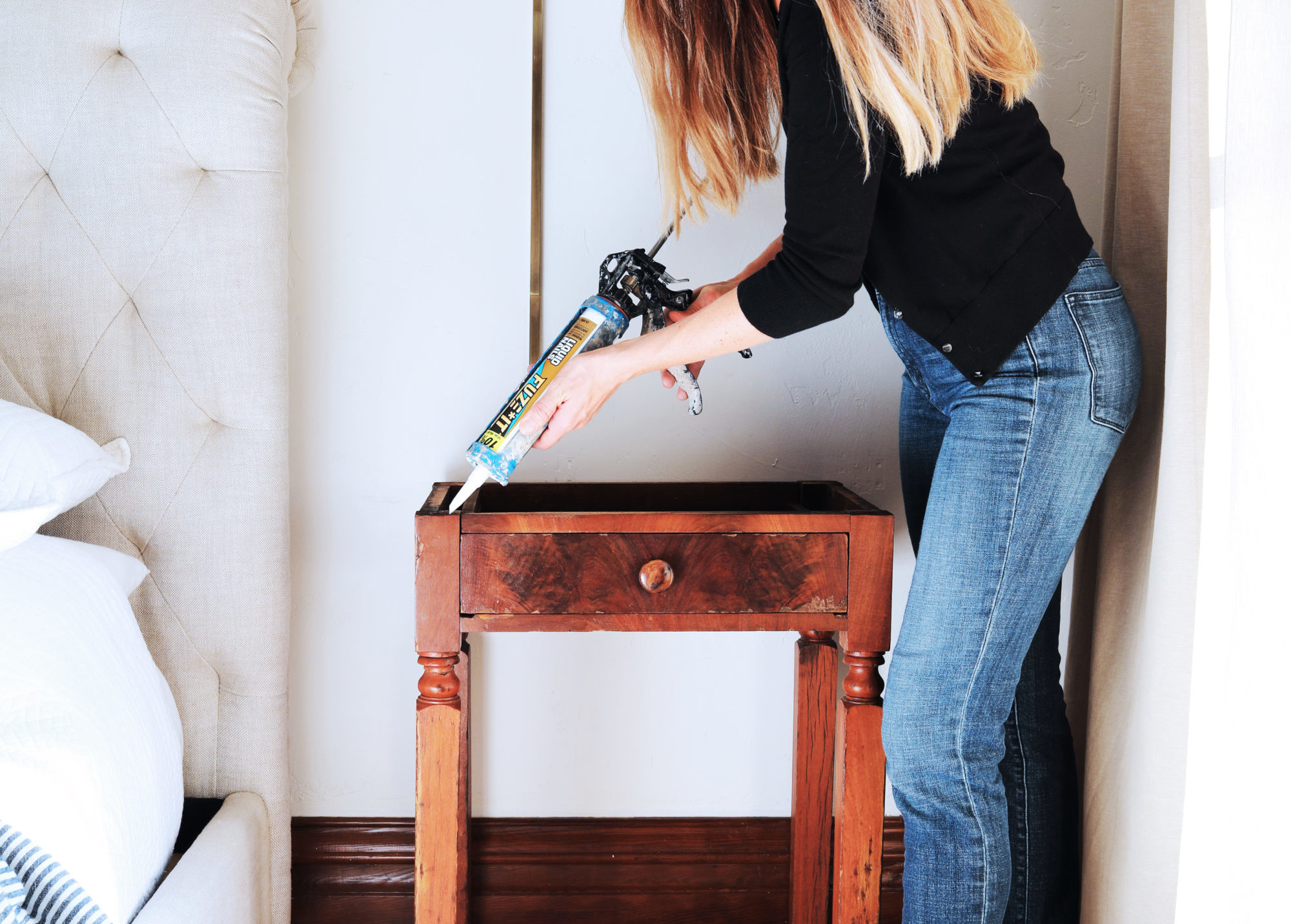 The-Grit-and-Polish-DIY-Marble-Topped-Side-Table-Glue-base-1-e1543296846642.jpg