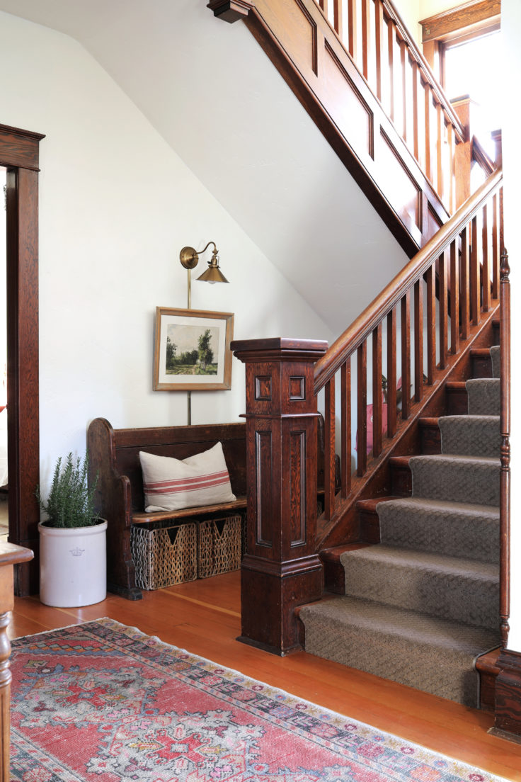 The-Grit-and-Polish-Farmhouse-Entryway-Staircase-2-e1542150440842.jpg