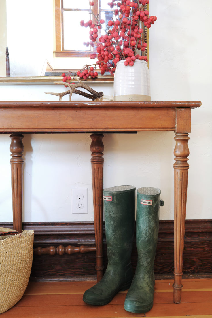 The-Grit-and-Polish-Farmhouse-Entryway-Update-table-2-e1542152756804.jpg