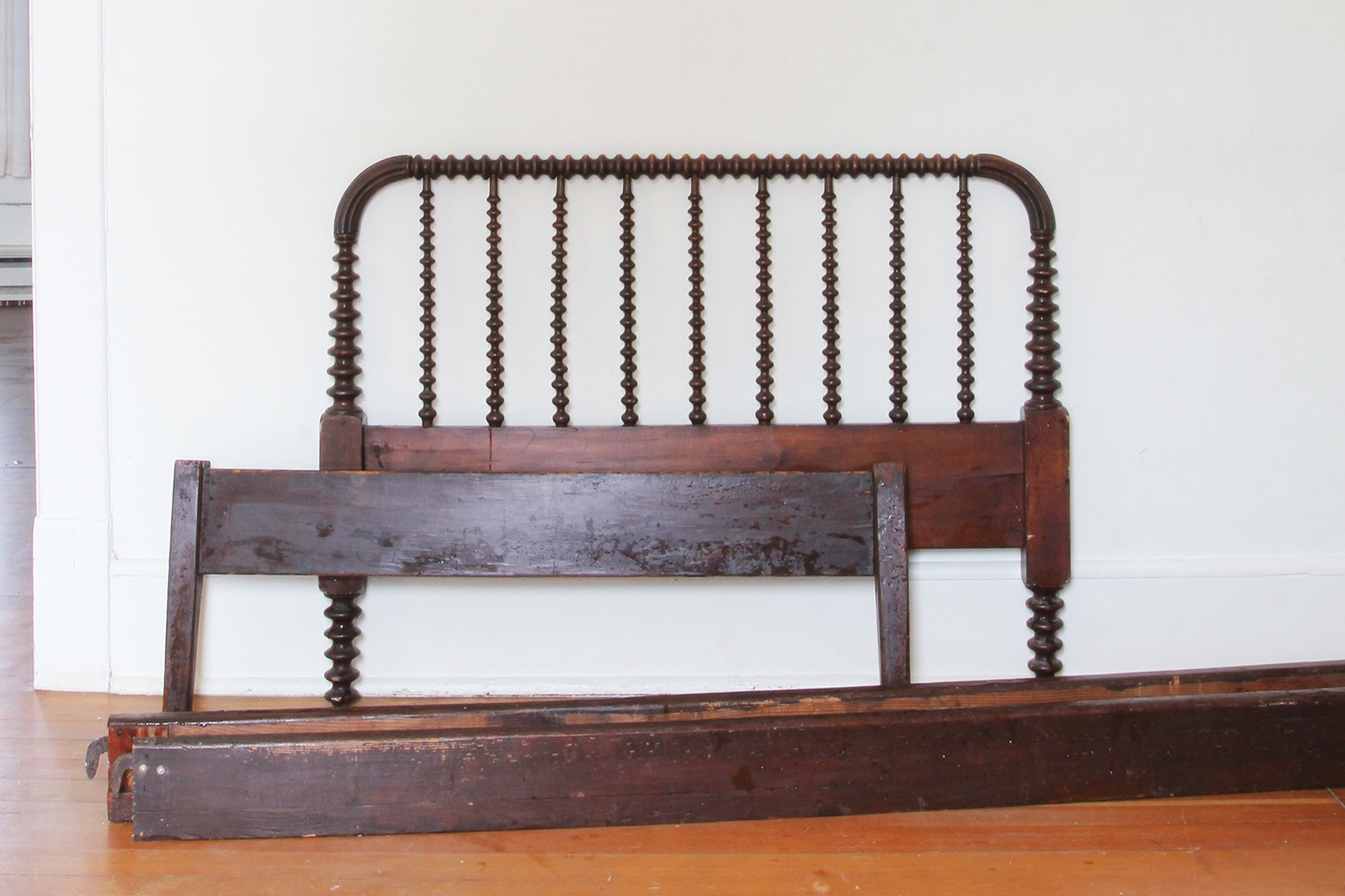 spool bed, antique bed, jenny lind