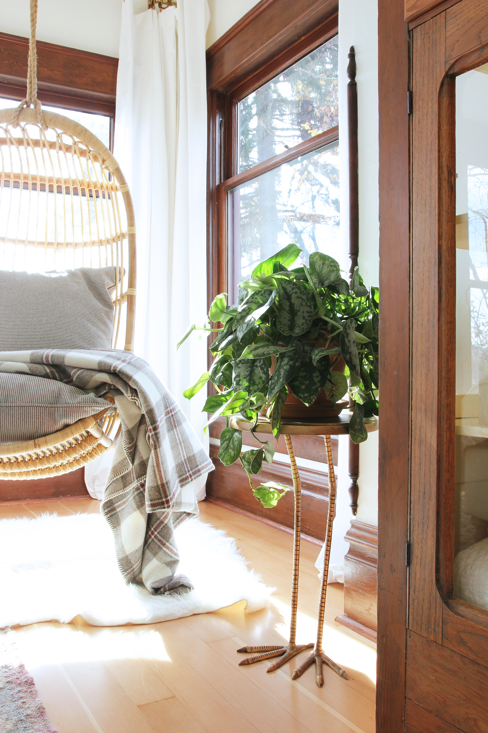 the-grit-and-polish-master-bedroom-bird-footed-table