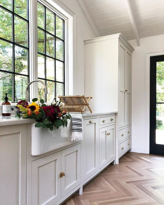 Simple Offerings Kitchen // neutral cabinet paint colors for kitchens // the Grit and Polish