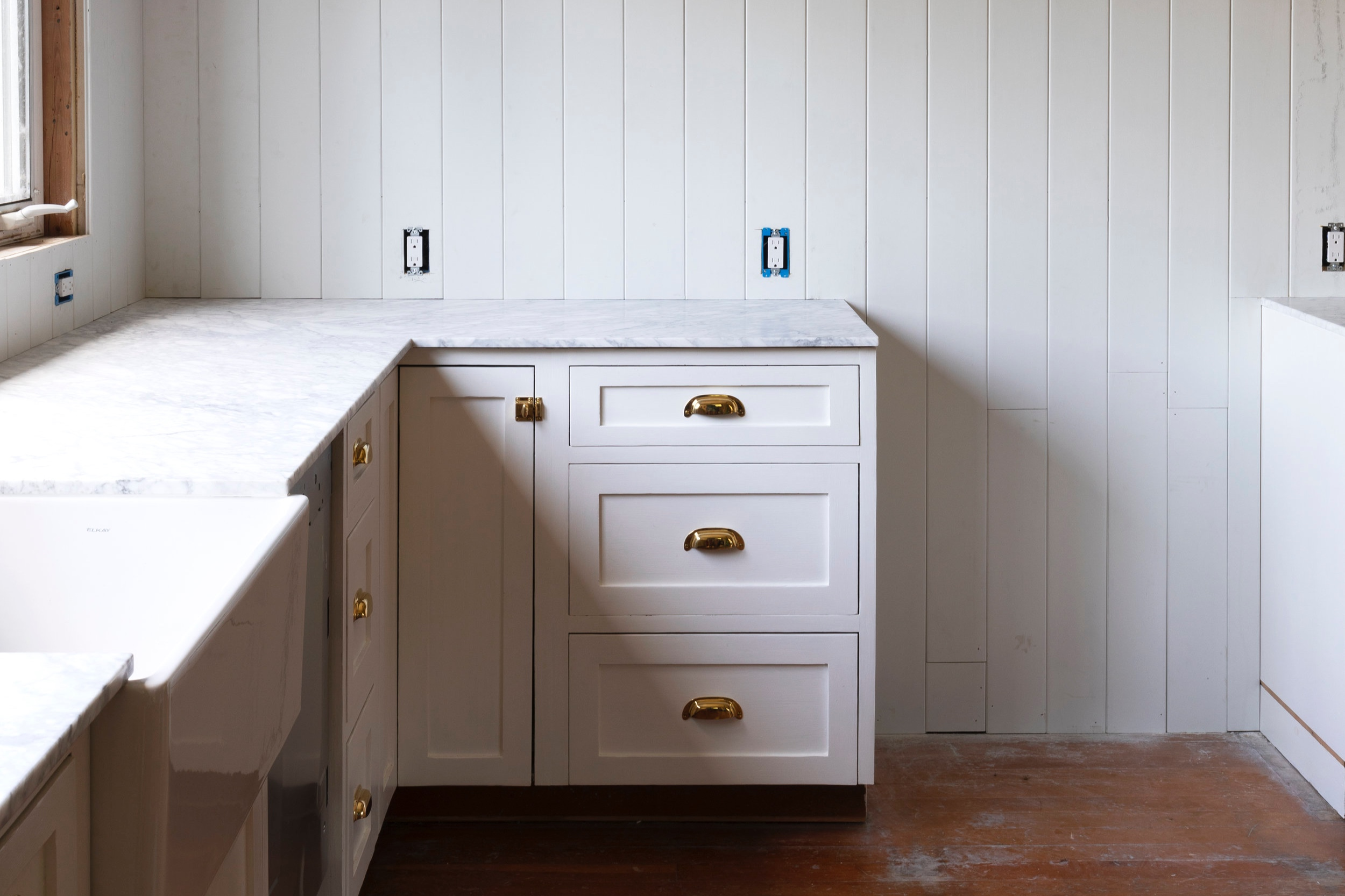 The+Grit+and+Polish+-+Farmhouse+Kitchen+July+Update+Range+Wall.jpg