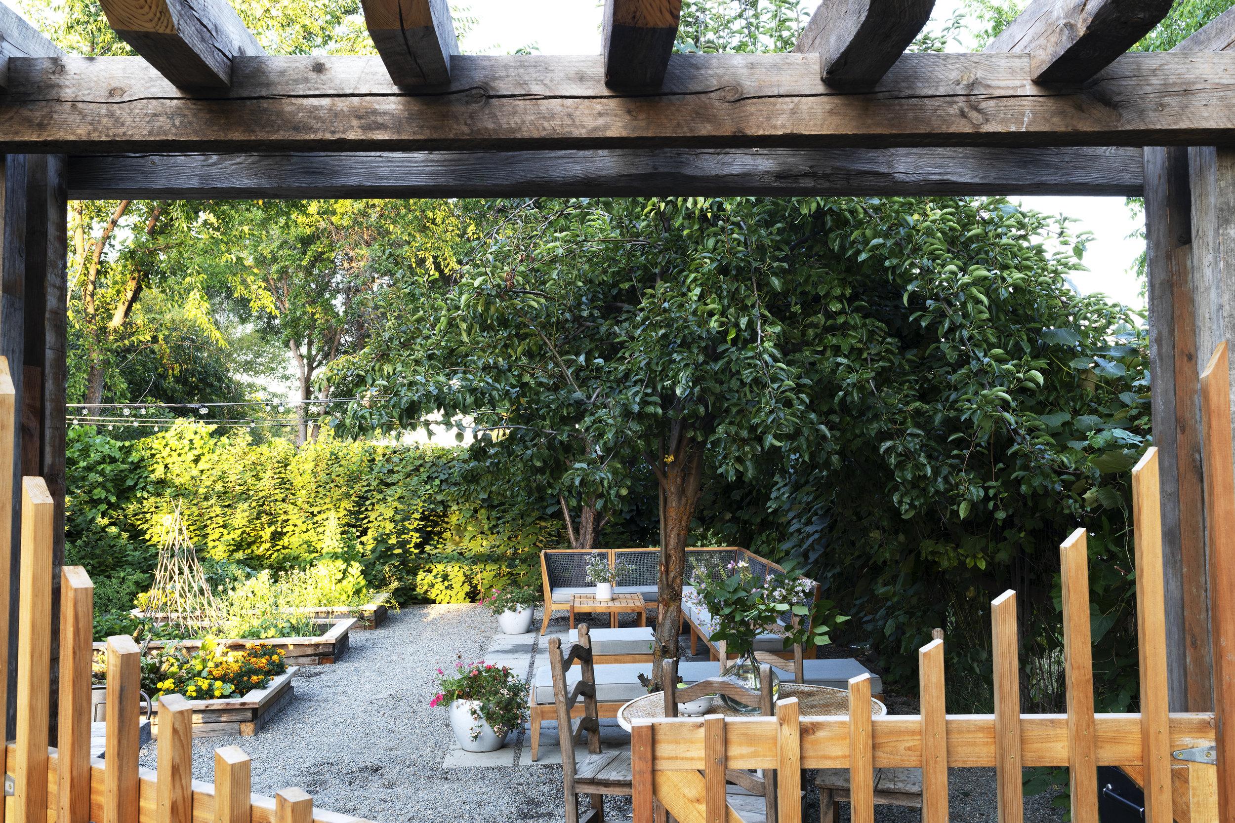 The Grit and Polish - Farmhouse Garden Gate.jpg