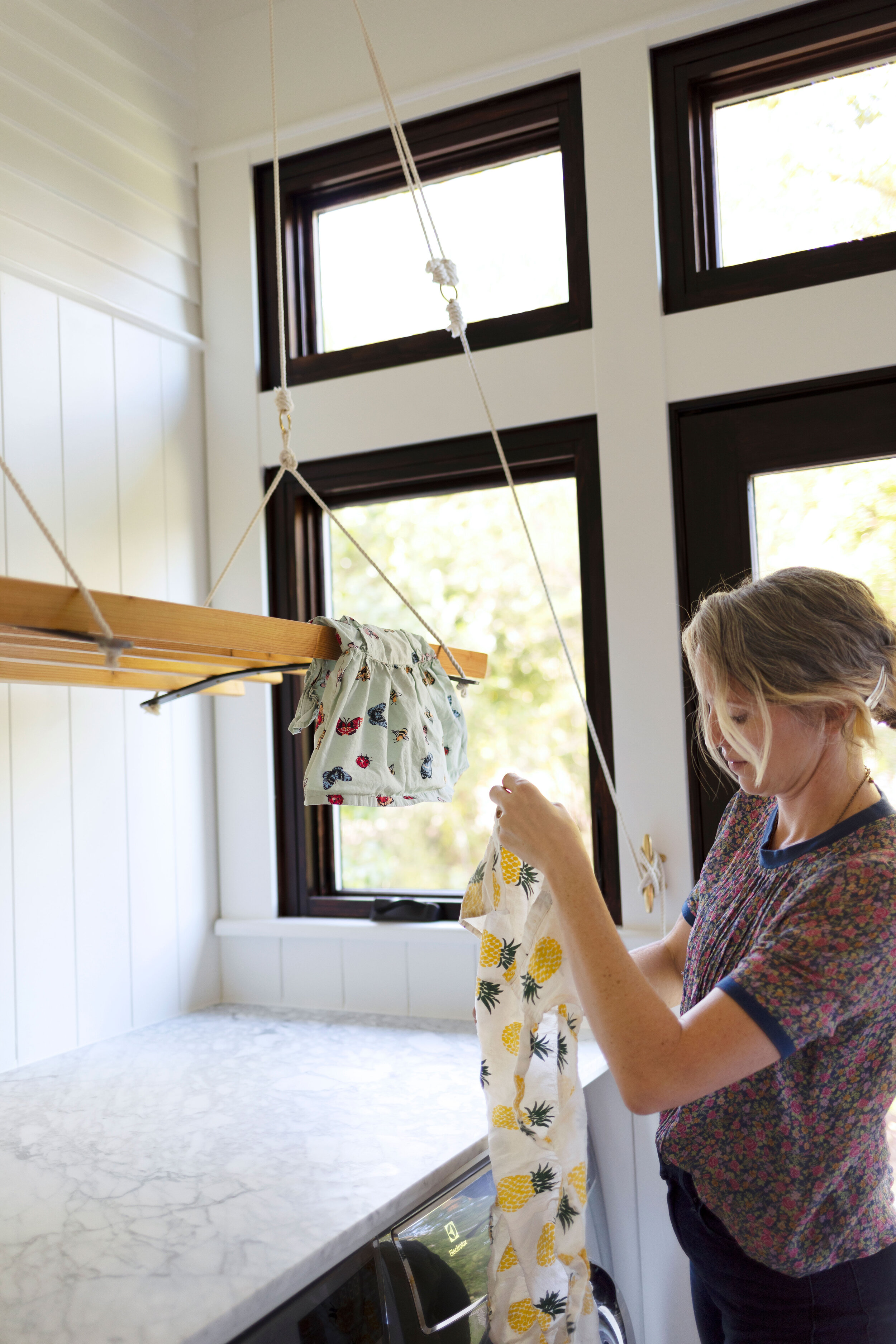 The-Grit-and-Polish---Farmhouse-Laundry-Hanging-Clothes-Airer-C--5.jpg