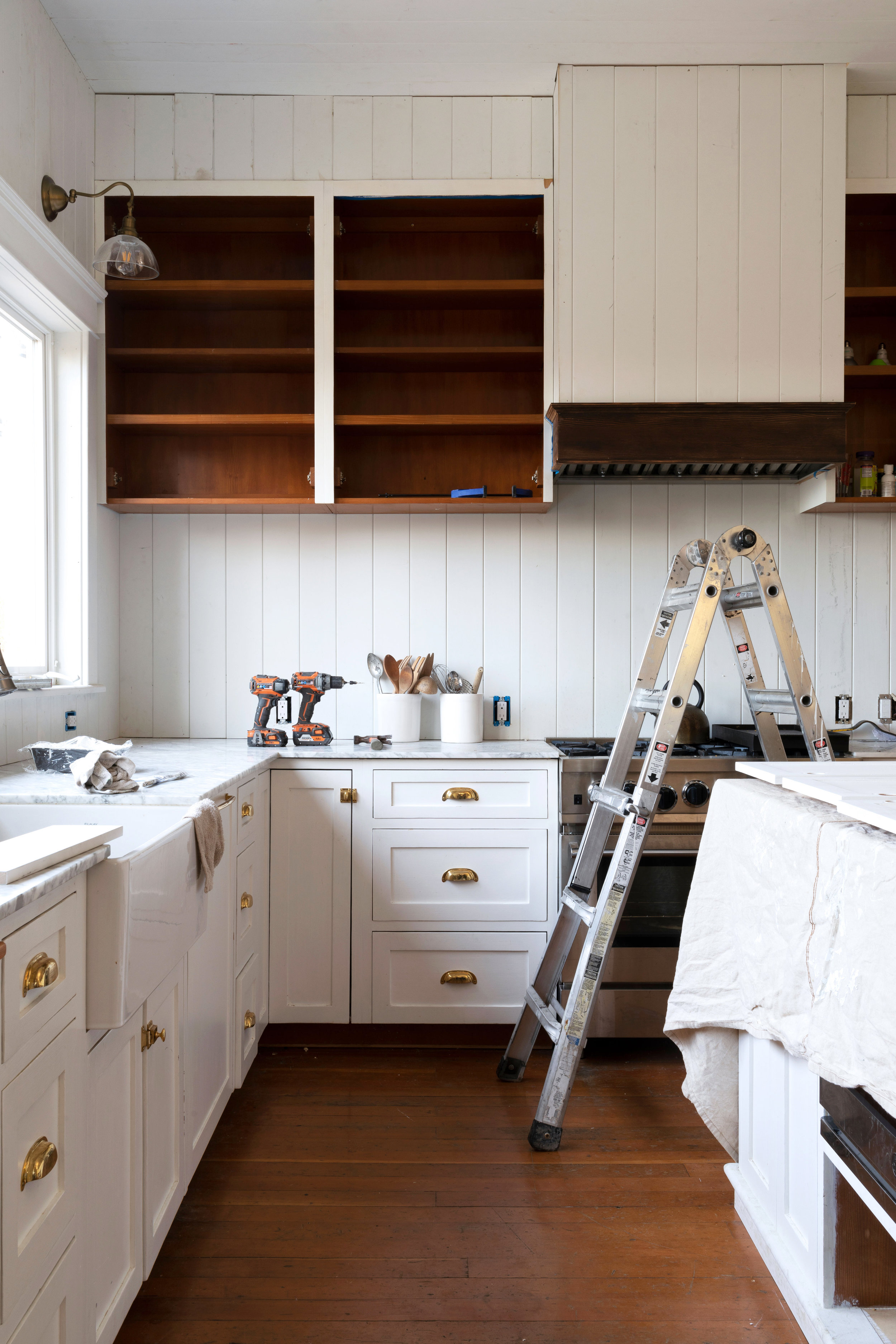 Farmhouse Kitchen Let S Talk About The Built In Hood Vent The Grit And Polish