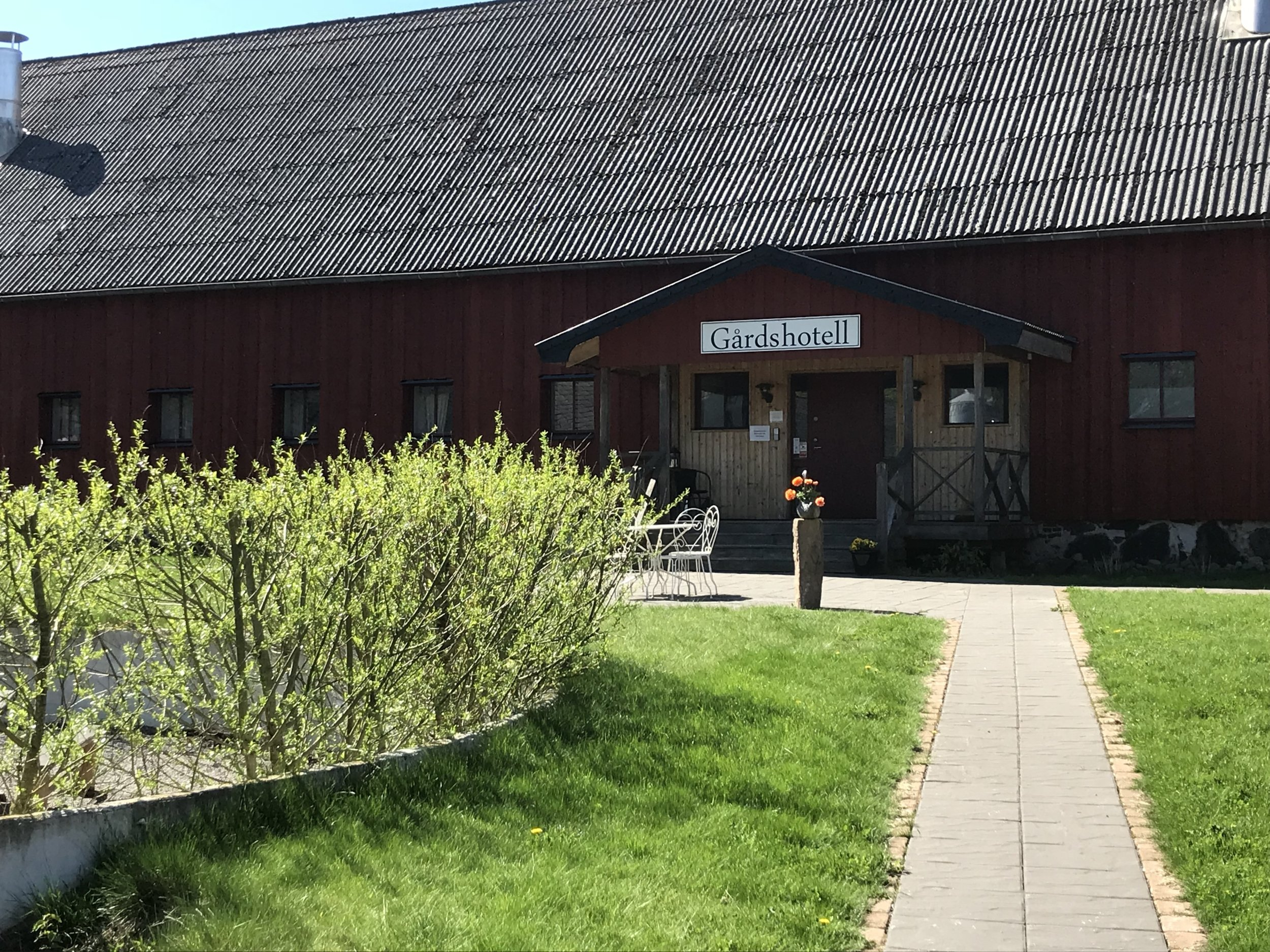 Vallens Säteri Gårdshotell - Vallen's manorial has ancestry all the way back to the 14th century and is located between Rössjöholm in Skåne and Laholm in Halland.10 minutes distance by car.