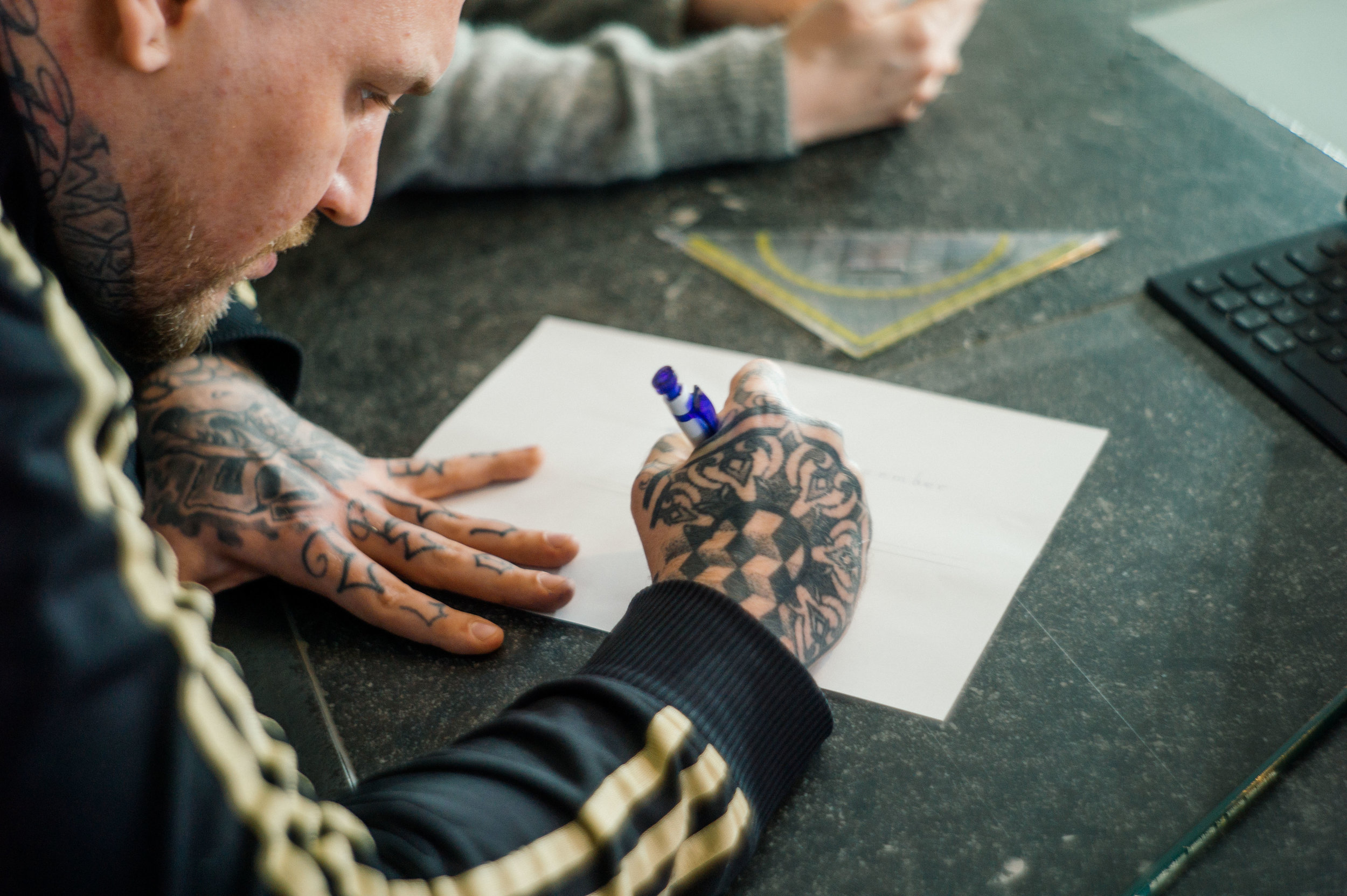 Choosing an artist - How do I choose the artist that's right for me? What shops / artists should I avoid? What's the best way to get in touch and book an appointment?