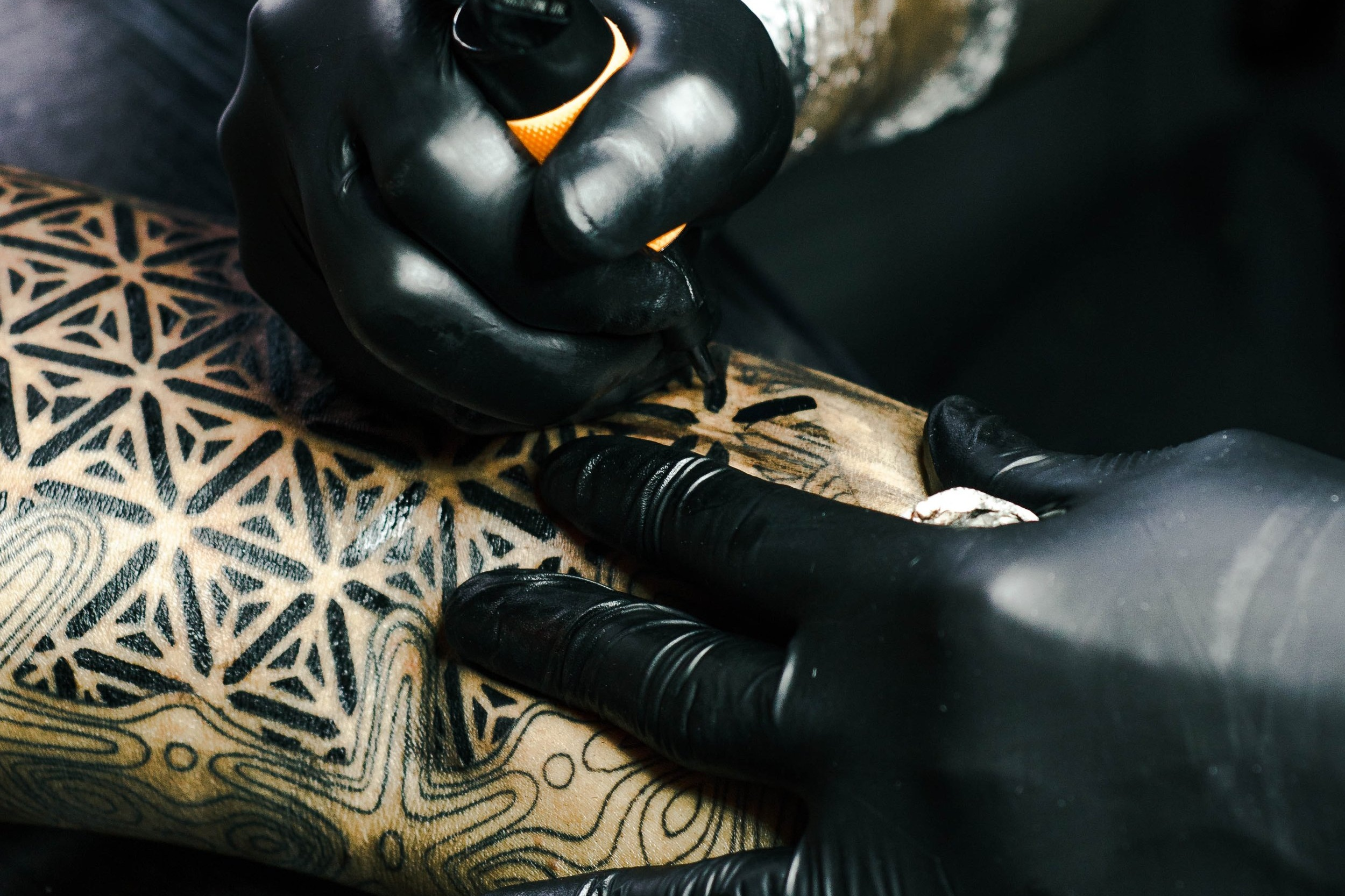 The appointment - What should you expect when you arrive for the tattoo? How can you work with your artist to create the best experience for both parties?