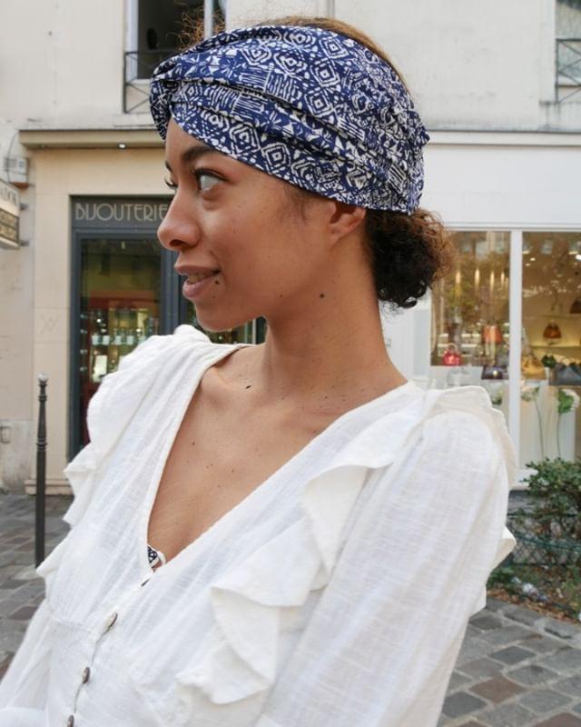 """Retrouvez tous nos turbans, bandeaux et headbands sur le e-shop www.LalaRita.fr ainsi qu'au showroom situé au 7, rue Ferdinand Duval, 75004 Paris. Nous vous y accueillons du lundi au vendredi de 11h à 19h30 et le dimanche de 14h à 20h.  Notre modèle porte le bandeau """"Oh Mamy Blue !"""". #turban #bandeau #headband #handmade #eshop #showroom #style #fashion #mode #summer #collection #hairaccessories"""