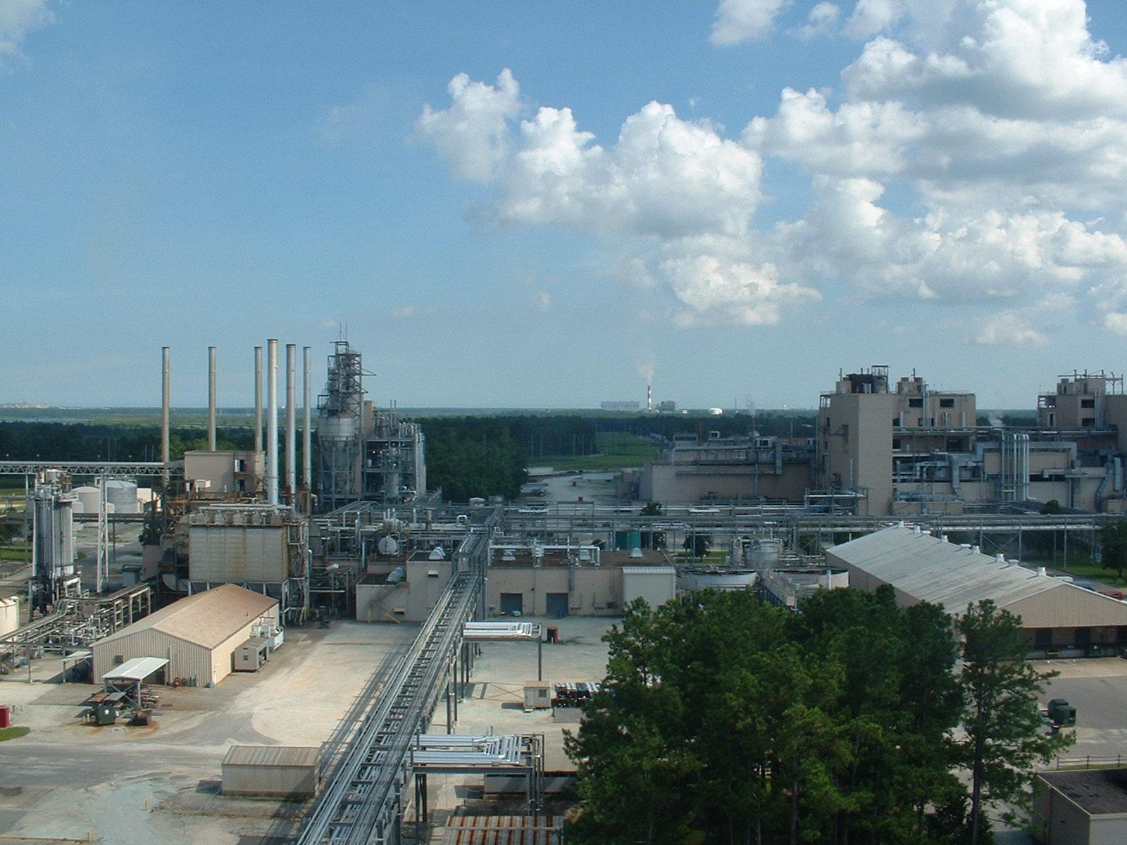 Chemical & Petroleum - Heat ExchangersPiping SystemsStorage Tanks