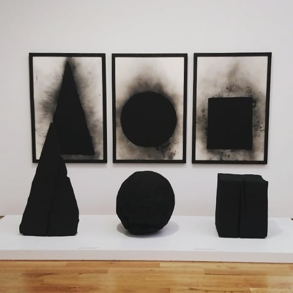 David Nash visit a few weeks ago @cardiffnationalmuseum Truly brilliant, in part because the exhibition fascinated my 6 year old. On watching the wooden boulder film twice he now wants to go and find it.. #davidnash #sculpture #cardiffintherain #cardiff #wales #artists #sculpture #wood #burnt #woodworking #6yearold