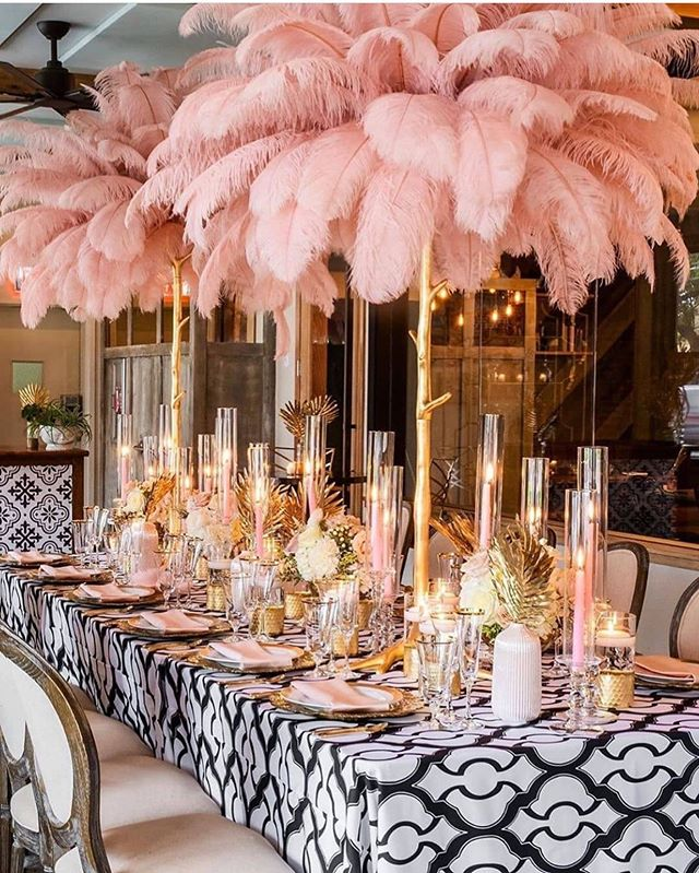 Who knew ostrich feathers make beautiful centerpieces? Loving this blush pink, white and black color combo 😍. #decorinspiration #ostrichfeatherscenterpieces