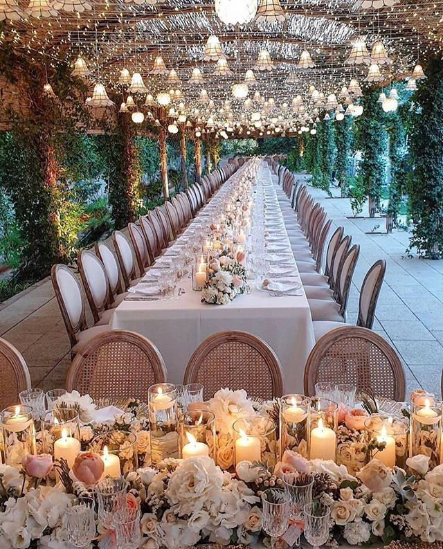 What makes the perfect decor for any occasion? How about a mix of lighting, romantic candles and roses? Repost @gloryboxproductions #weddingdecor #romanticcandles #weddinginspiration