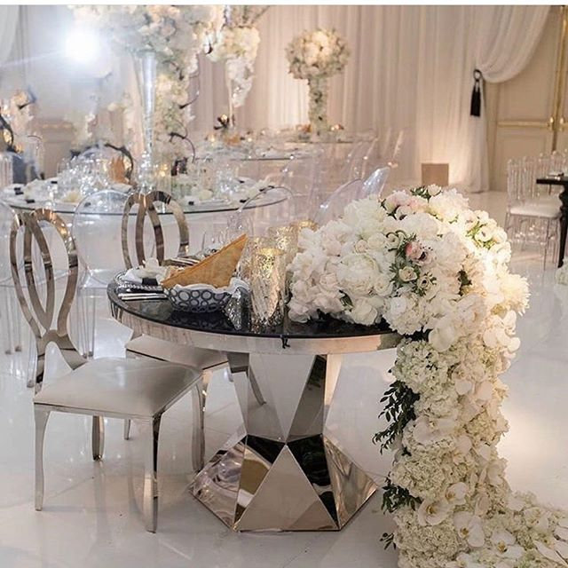 We in love with these gorgeous silver and white elegant chairs and table! 😍 @palacepartyrental #decorinspiration #weddingreceptionideas #weddingdecorideas
