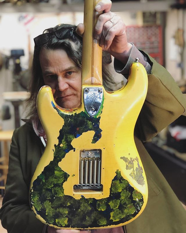 Thanks to @konkolskorner for your gift of storytelling and many more. Link in bio. 📸 @konkolskorner #smashingpumpkins #gishguitar #gish #billycorgan  #oneofakind #guitar #chicagoguitarrepair #geoffbenge #geoffbengesguitarshop