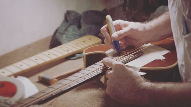 Join us for the October workshop and learn why we draw on guitars with sharpies. Classes start Monday night at 7:00pm. One spot left and it's on sale now. Link in bio.