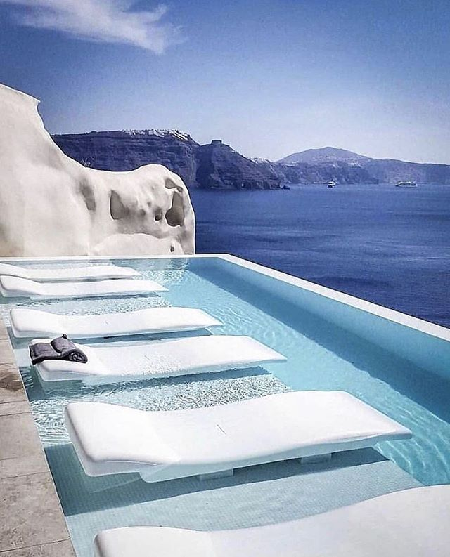 #mondaymanifestation  brought to you by- Santorini 💙 . . . #experiencemw