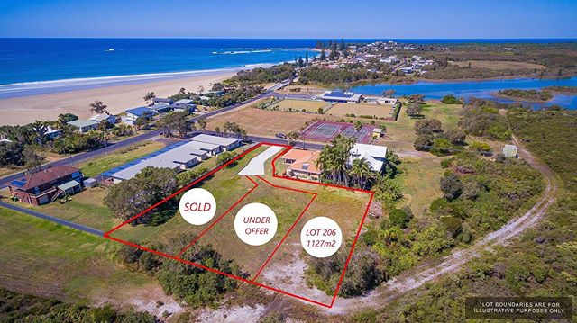 Brooms Head - the hidden gem 💎 Secure a rare opportunity to purchase a large flat parcel of land with many development opportunities. Build the home of your dreams or build your holiday home with a secondary dwelling to earn income.  1127m2 💰$410,000 📲 Call Rebecca today to receive your copy of the pre approved plans 🏡