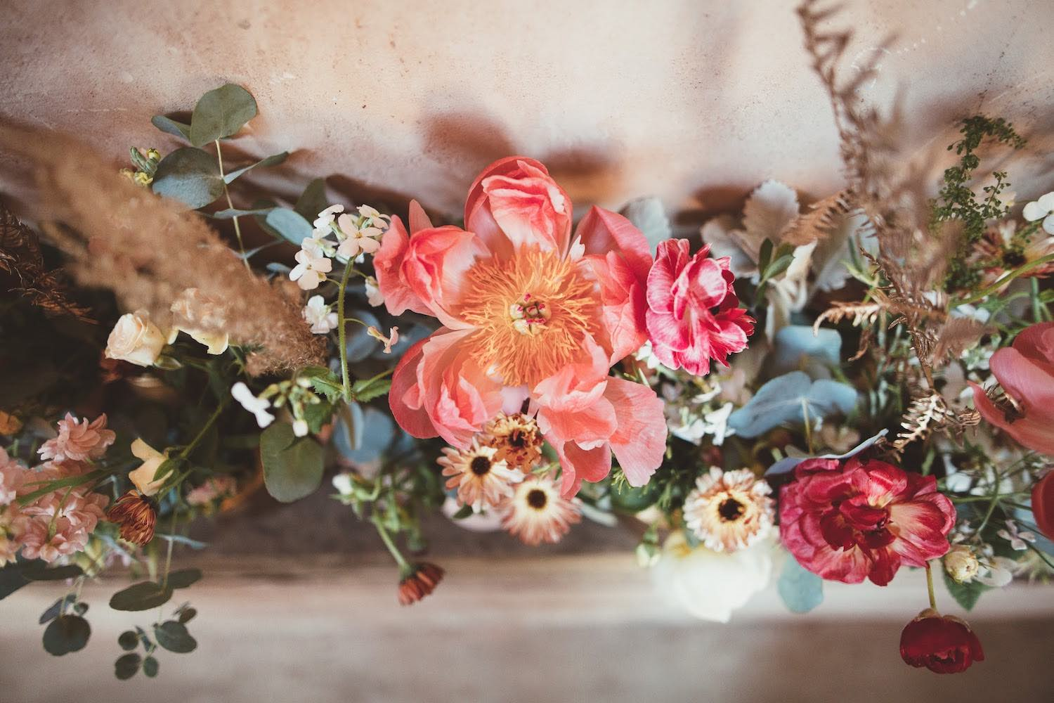 Coral, mint, gold table centre flowers