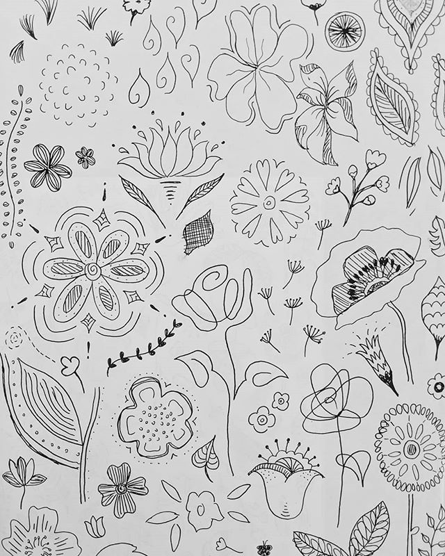 Flower doodles / exploring stylised shapes for screen printing  #sketching #drawing #linedrawing #doodle #doodles #flowerdrawing #drawingflowers