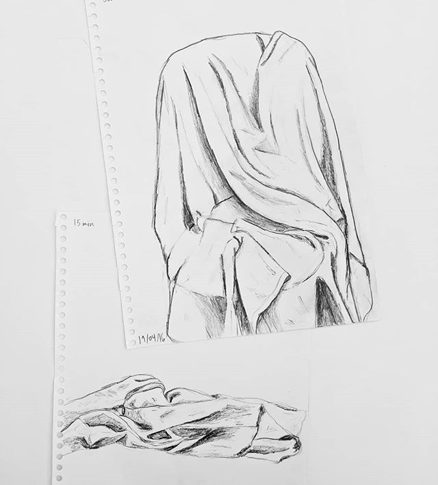 Found these life drawing sketches from first year. Observing the form and shadows of draped cloth to be able to draw clothes on a figure. Done in 15 and 25 minutes.  #sketch #drawing #lifedrawing #observationaldrawing #drawingfromlife #drawingfromobservation #stilllife #drapesketch #draperystudy