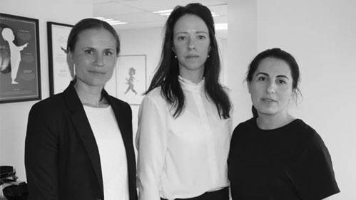 My Hellberg, kanslichef TRIS, jämställdhetsminsiter Åsa Lindhagen (MP) och Mariet Ghadaimi, verksamhetschef på TRIS. Bild: Elin Igelström Nordahl UNT