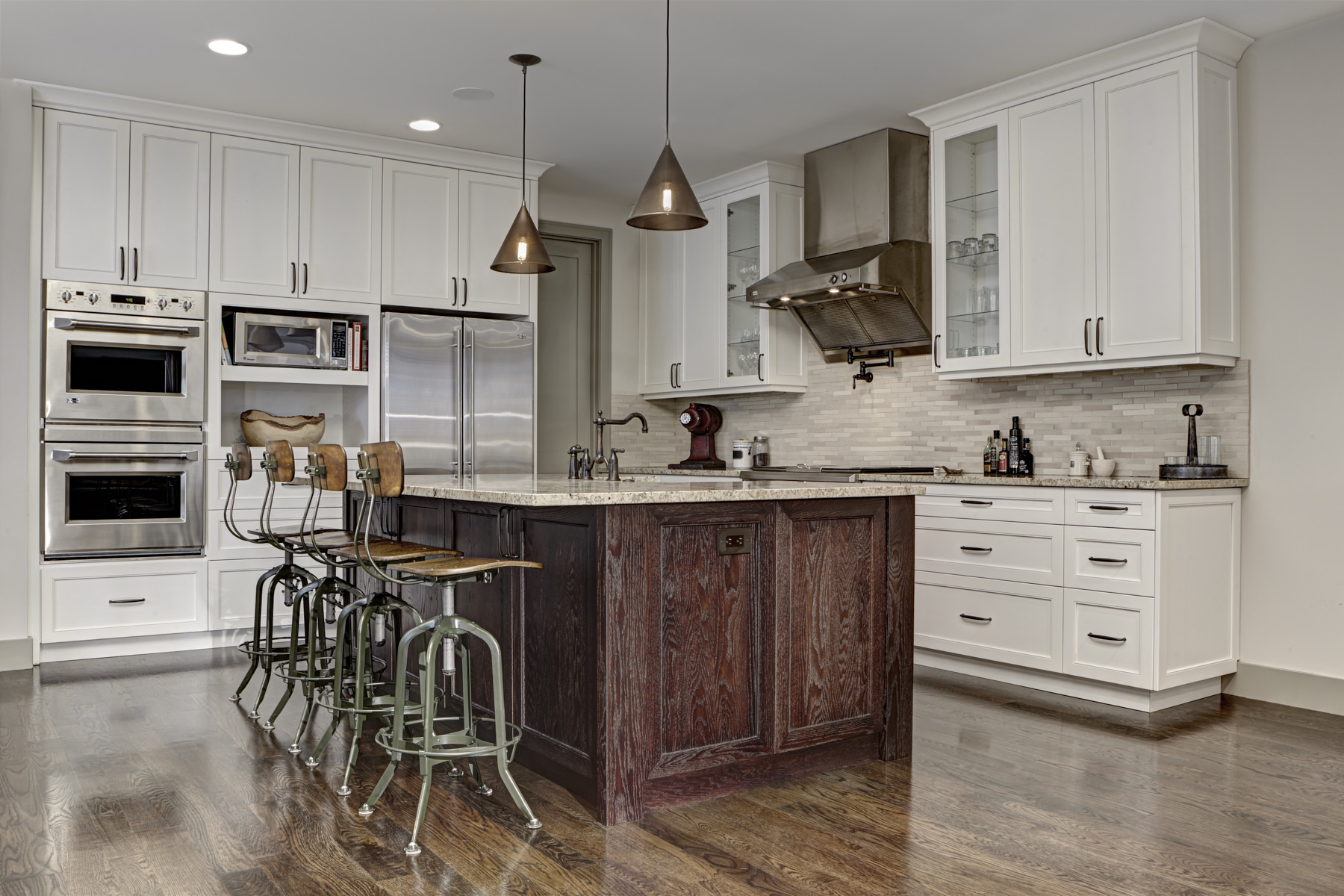 1656 Humphrey2421-Kitchen HDR.jpg