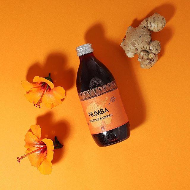 Hibiscus og ingefær - helt enkelt🌺 sundhed og smag ☀️ . . . . #hibiscus #ginger #orange #orangedesign #ingefær #superfood #økolog #dansk #blomster #fresh #juice