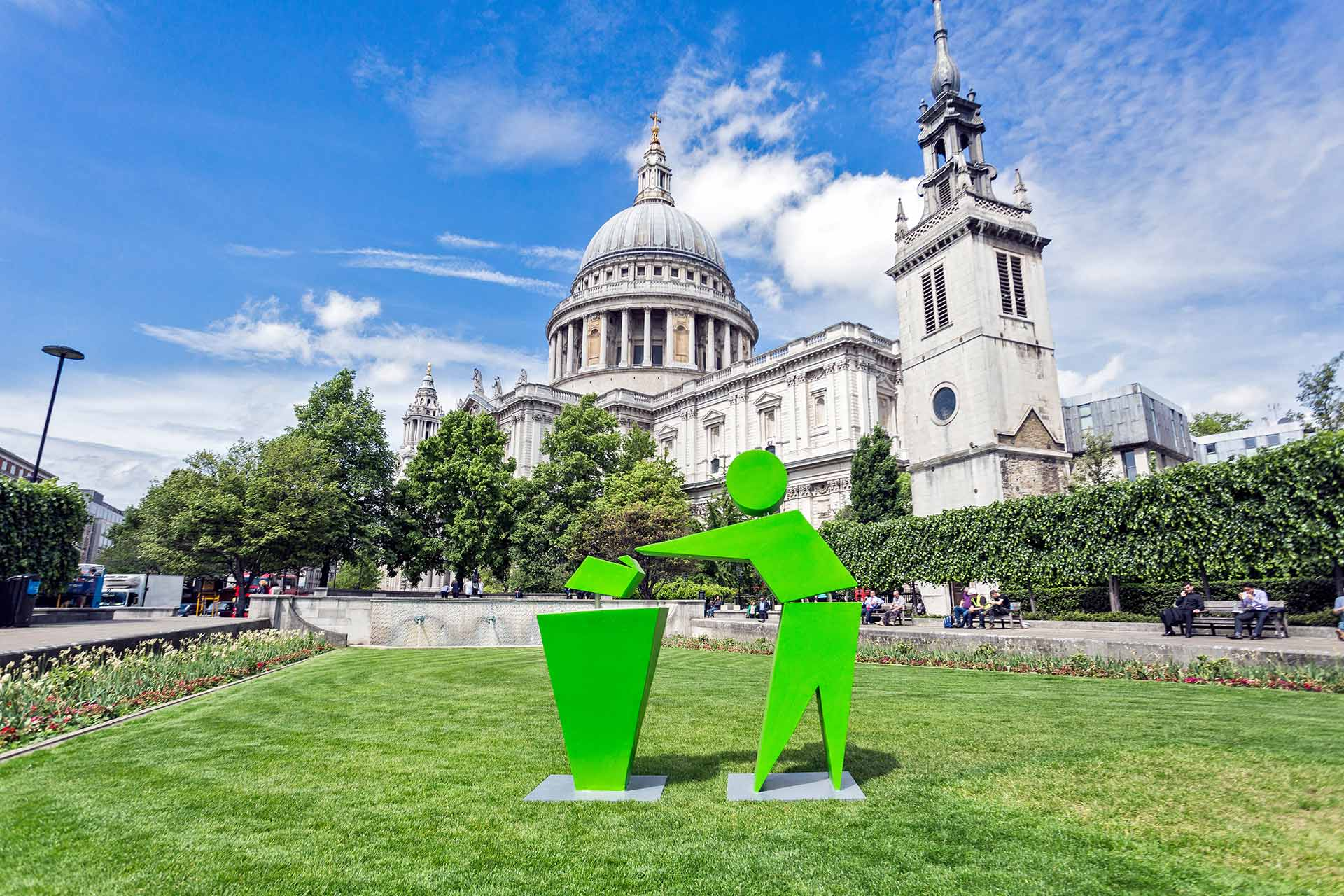 Keep-Britain-Tidy-and-Harrogate-Water-with-the-Tidyman-at-St-Paul's-Cathedral-London-16th-May-2017-©-Brendan-Foster-Photography-2017-1.jpg
