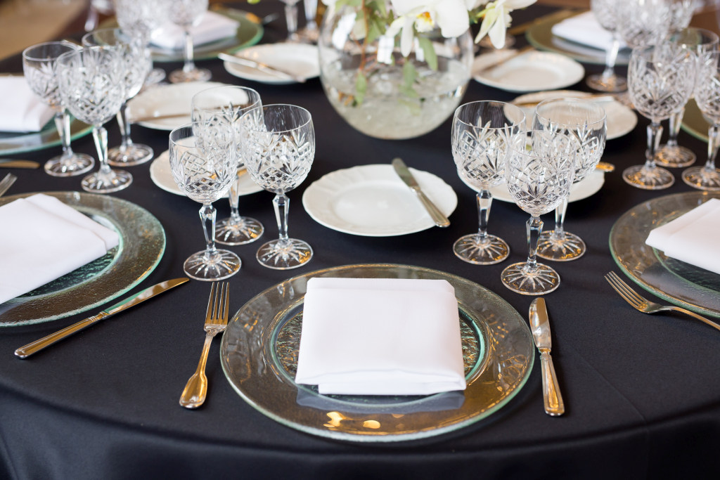 2016_II 1_IH_modern set up_black tablecloth_detail_low res.jpg
