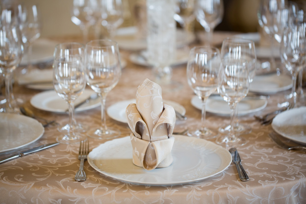 2016_II 61_IH_gold table setting detail_low res.jpg