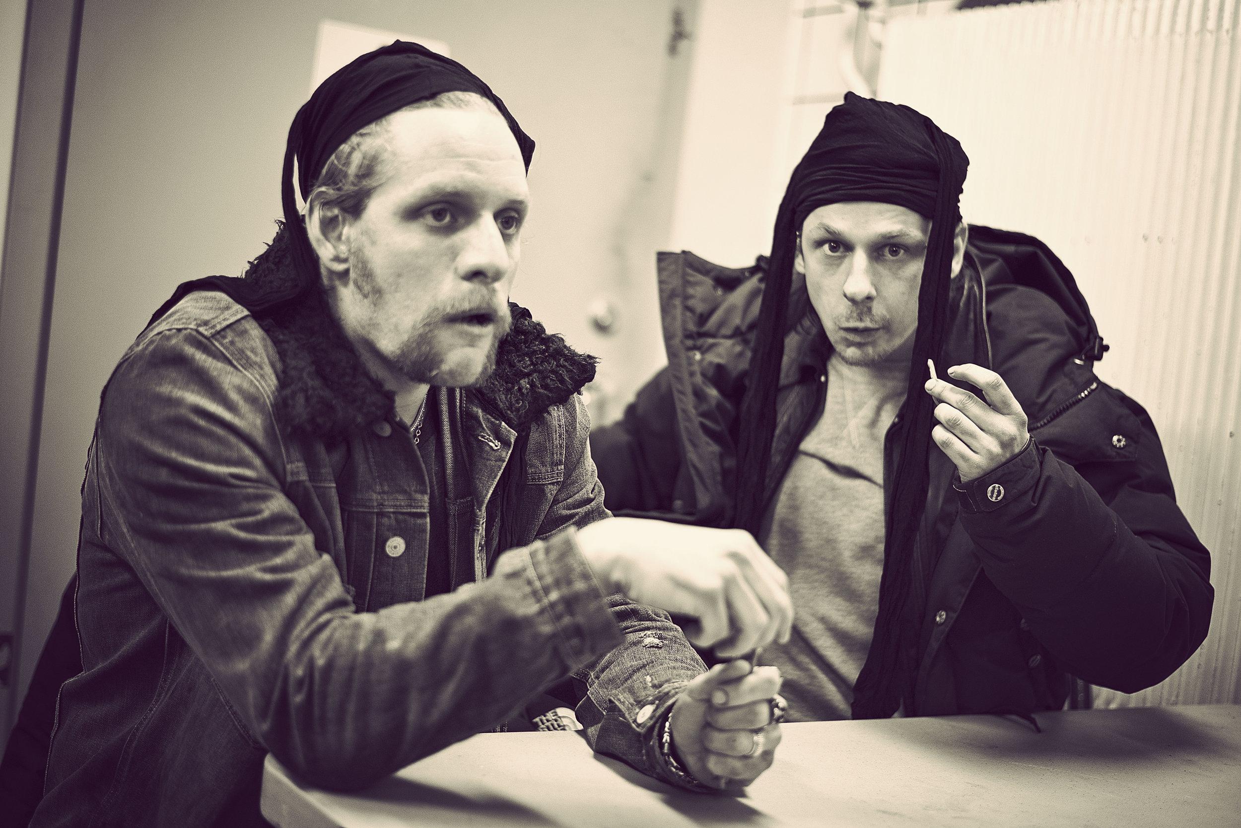 Bakom kulisserna med skådespelarna Erik Bolin och Peter Viitanen. Photo: Joakim Eriksson