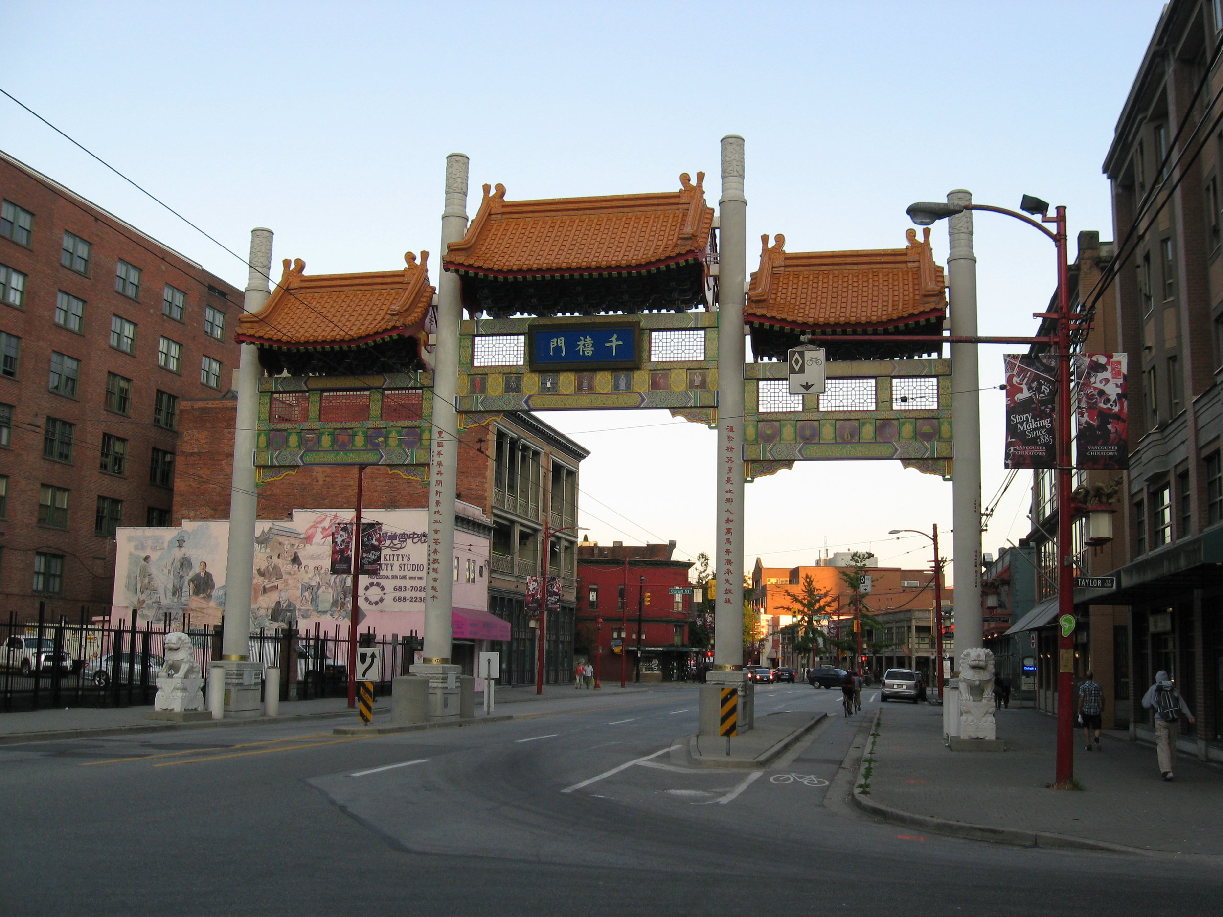 Millennium_Gate,_Vancouver's_Chinatown_National_Historic_Site_of_Canada,_WLM2012.jpg