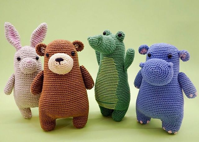 #MarchMeetTheMaker Day 22: Proud of . I'm proud to say I'm proud of a lot of things! Making The Woobles has been an adventure of getting out of my comfort zone, and trying out many new things. Some of the things I'm most proud of are: learning how to and actually designing amigurumi patterns, setting up a professional-looking shop on Squarespace, and learning how to photograph my products! I've still got a lot to learn and a lot to do, and I'm excited to see where The Woobles takes me next. 😁 . Patterns available in my shop. Link in my IG profile 👆 . . #thewoobles #crochet #amigurumi #haken #häkeln #crochê #croche #hekle #hækle #virka #virkkaus #ganchillo #uncinetto #etsycrochet #ravelry #Вязание #амигуруми #كروشيه #crocheting #kawaii #kawaiicrochet #instacrochet #손뜨개 #あみぐるみ #かぎ針編み #뜨개질 #아미구루미 #amigurumilove #crochetersofinstagram