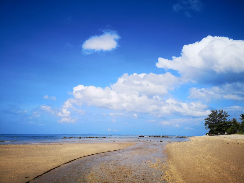 I love travelling. You get to spend time in some of the most beautiful places in the world, like this beach in Thailand.