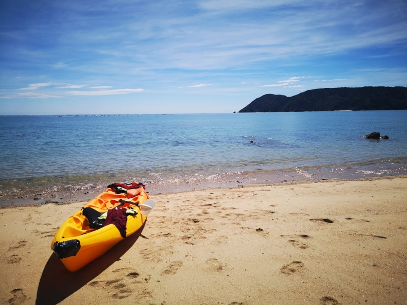 Head to Golden Bay, with Takaka as your base! Renting a kayak was one of my favourite experiences of the trip I did with Dad. You find your own slice of paradise on your New Zealand itinerary.