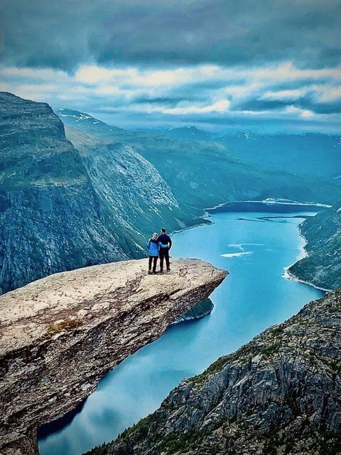 Norway's another place that offers mind-blowing scenery. Just look at it!
