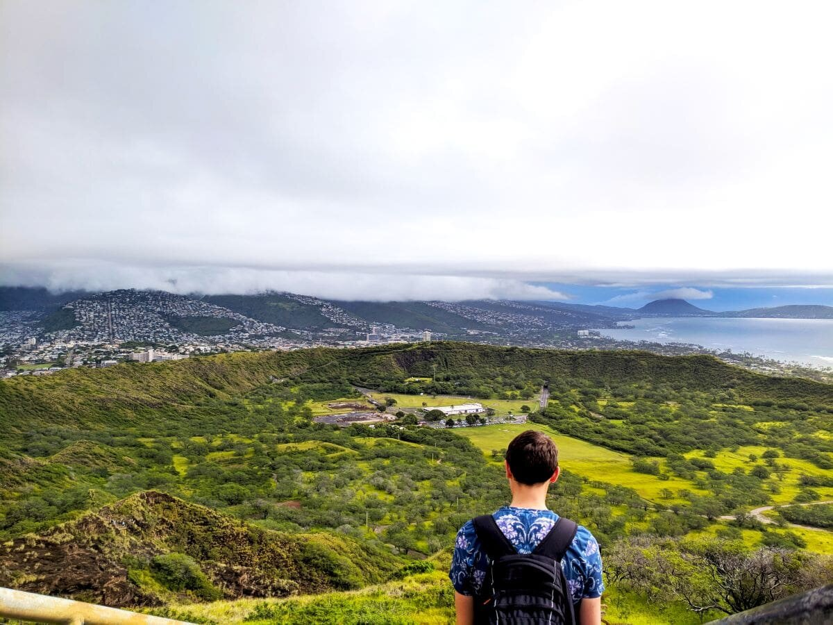 There's so much to look at in this photo of the Diamond Head Crater Lake. Hiking to the lookout must be an incredible experience.