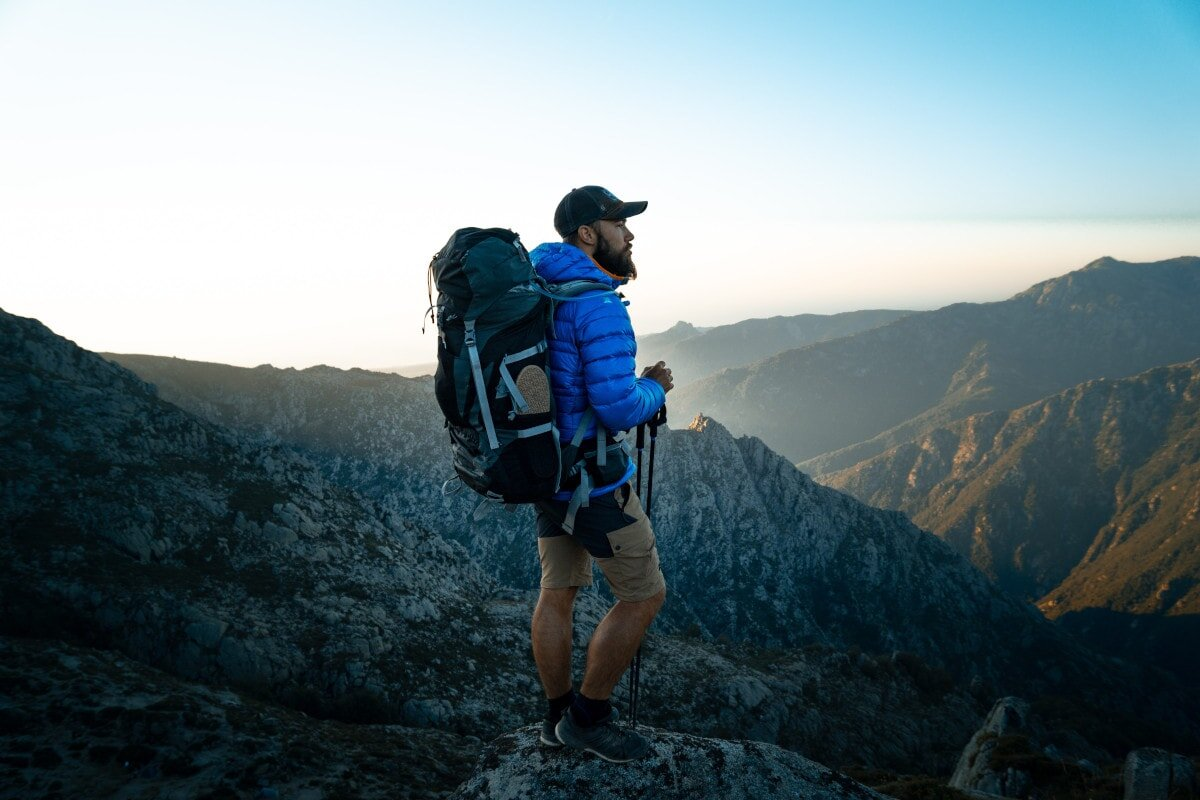 Here are a few considerations to have in mind when choosing the best backpacks for your back!