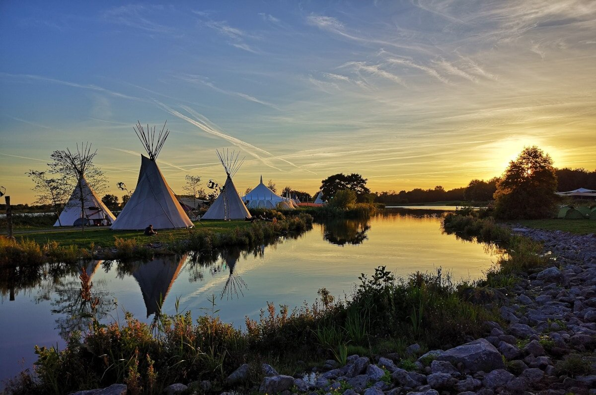 Ready to learn all about 8 of the best teepee tent options on the market? Here we go…