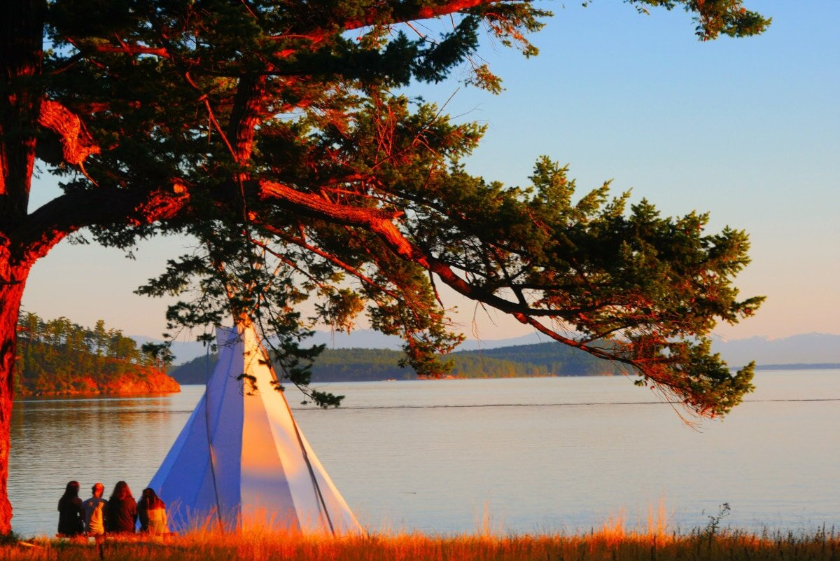 Time to take a look at how to choose a teepee style camping tent! Read on for 5 key considerations to keep in mind.