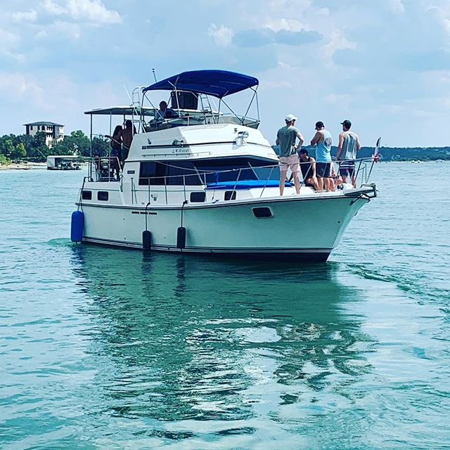 Heading to Devils Cove #bachelor #bachelorparty #austin #austintexas #boatparty
