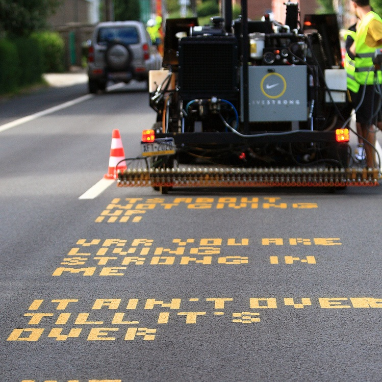 Nike Chalkbot - A robot chalks messages on the road of the Tour de France.