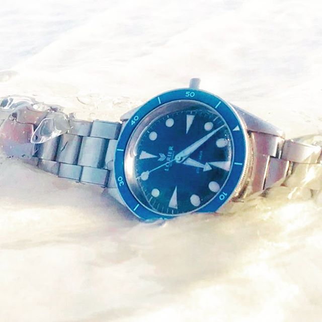 Salt water is a home to the Neptune. @lorierwatches #watchfam #exploringtime #exploringstraps #lorierneptune #divewatch #lorier