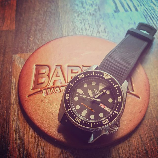 The @bartonbands Elite Silicone.  Such a great summer strap option. One of the softest rubber straps I've used. #bartonelitesilicone #skx013 #exploringstraps #watchfam