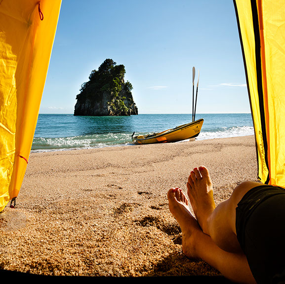 golden-bay-kayaks-on-the-beach-crop-u88380-fr.jpg