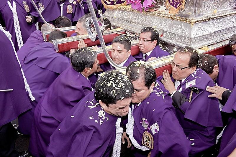 La Hermandad del Señor de los Milagros. Lima 2008