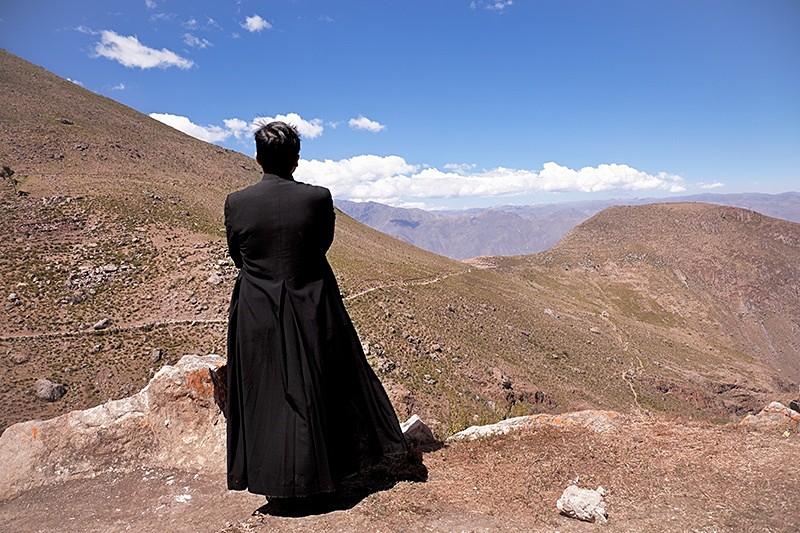 Esperando a los peregrinos en el Señor de la Ascensión de Cachuy, Cachuy, (Yauyos) 2009