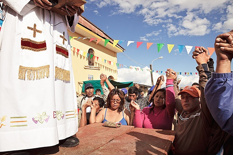 Rezándole al Señor de la Ascensión de Cachuy, Cachuy 2009